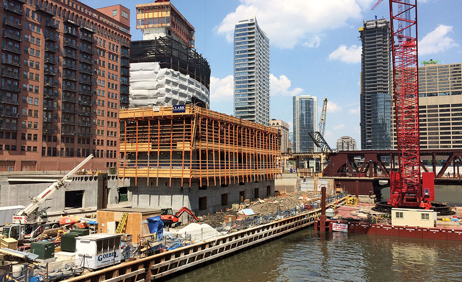 New section of Chicago Riverwalk