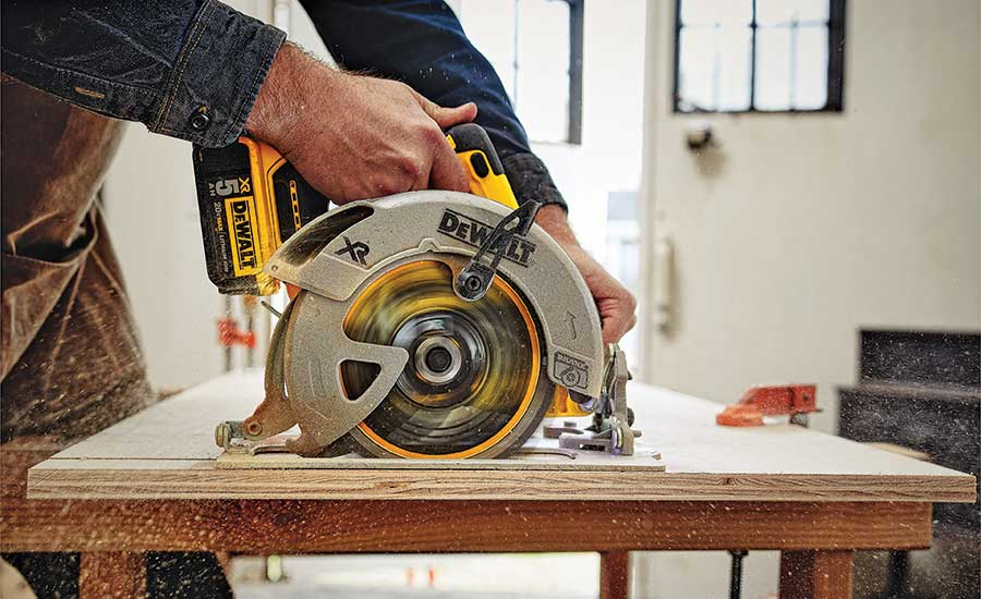 DEWALT 20V MAX XR 71⁄4-in. circular saw