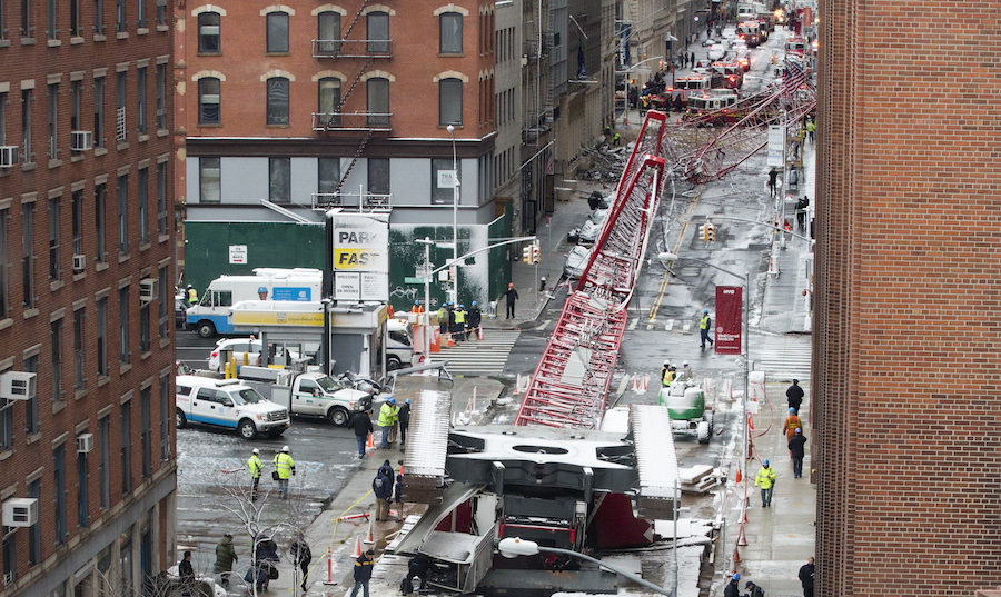 Manhattan_crane_accident_second_shot