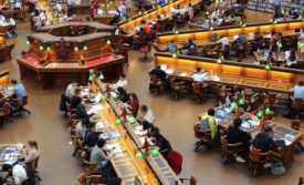 Students_in_library