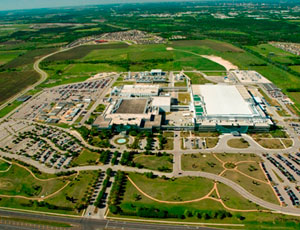An aerial shows Samsung's Austin campus, the company's only semiconductor fabrication site outside South Korea. A $3.6-billion plant upgrade to build-out the second phase of the 2.3-million sq-ft complex is scheduled to be complete by end of next year.