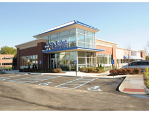 St. Luke's Urgent Care and Medical Office Center in St. Louis is located in a new 15,000-sq-ft one-story building that also hosts office space for primary care physicians, X-ray and lab services.