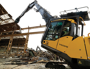 High-Reaching Excavator: Long Modular Boom